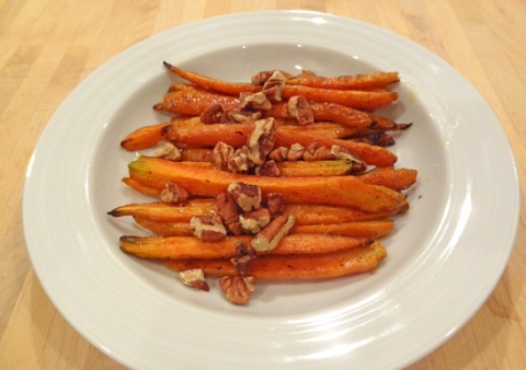 Oven-Roasted Carrots with Toasted Pecans