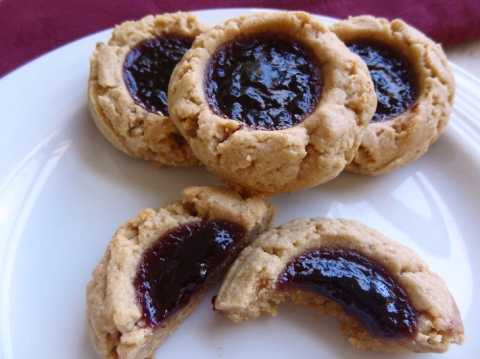 Peanut butter cookies with blackberry jam