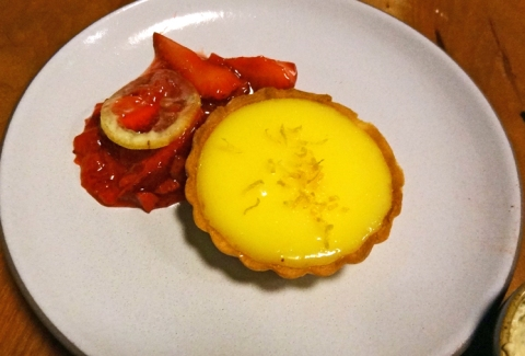 Lemon tart with strawberry compote