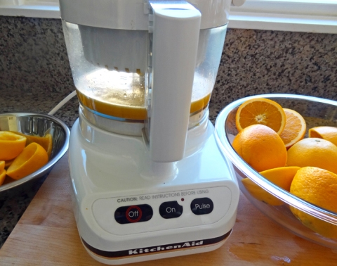 Juicing oranges with the food processor