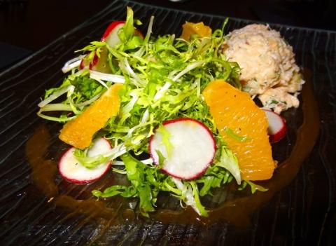 Envuelto de Cangrejo y Aguacate: Crab salad with frisee, orange supremes