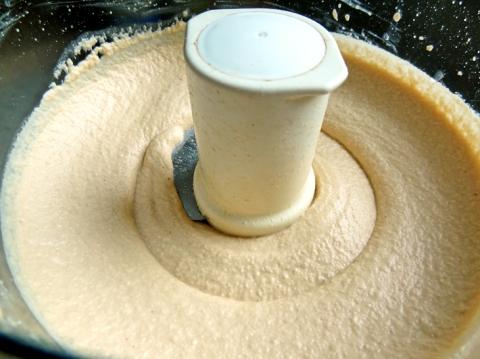 Mmmm, smooth 'n creamy cashew dip!