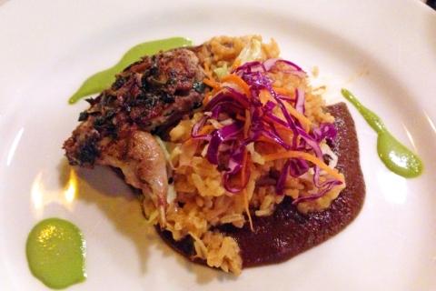 Codorniz con Mole: quail, vegetable rice, cabbage, mole